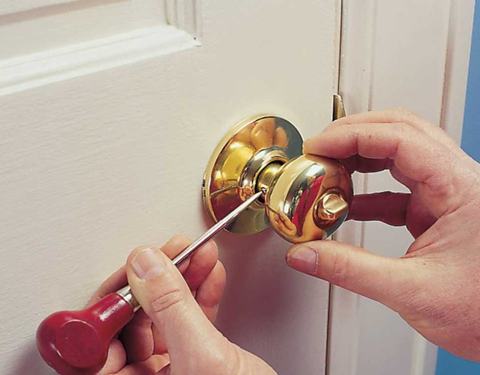 Что делать, если у вас не открывается входная дверь?