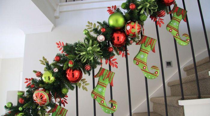 декор лестницы на новый год своими руками