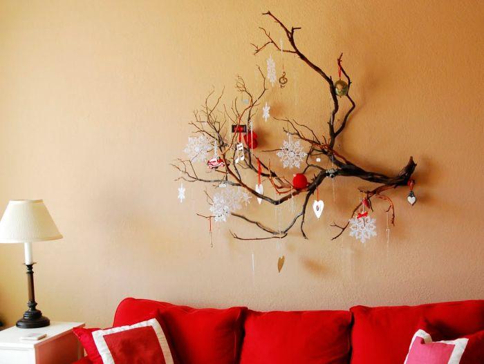 новогоднее украшение стены из коряги